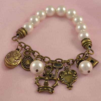 VINTAGE WHITE GLASS PEARL STRETCH BRACELET WITH CHARMS